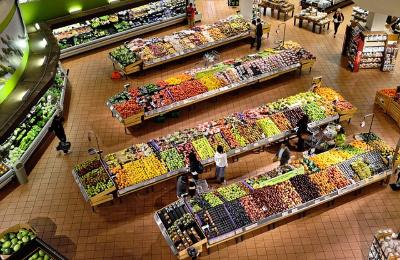 スーパー 店内に入る 青果売り場